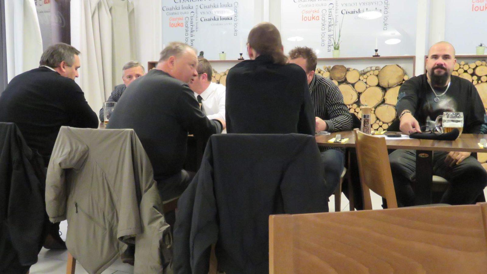 NÁRODOVCI VYPROVODILI JANA SKÁCELA NA POSLEDNÍ CESTU NA STÁTNÍM POHŘBU (uvnitř foto + video)
